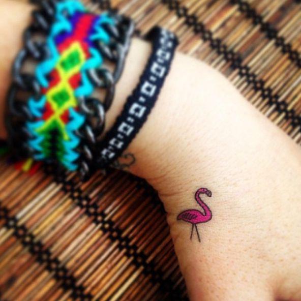 Flamingo tattoo: 16 ispirazioni per tatuaggio con i fenicotteri che ti colora di rosa