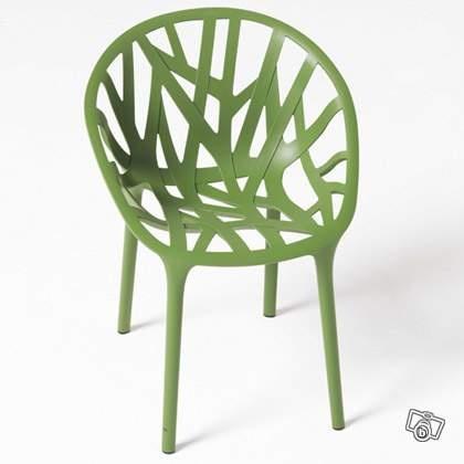 Une chaise d'exterieure mais sympa pour l'interieur. Idée des designers les fréres Bouroulec (Christophe, tu m'en avais parlé). le bon coin 240€