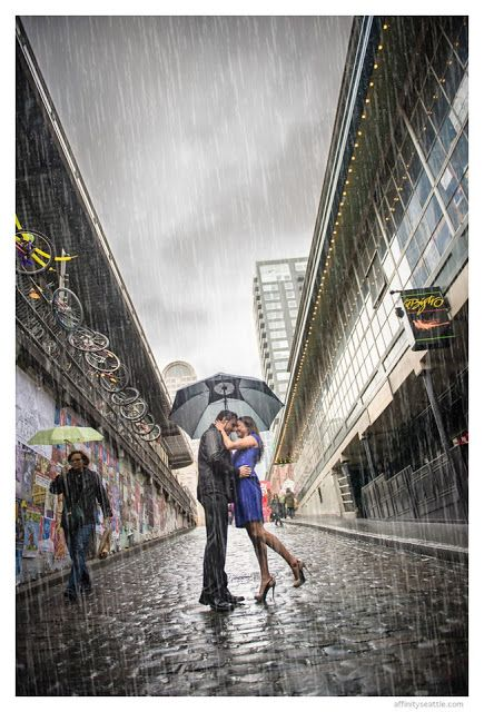 Engagement Session in Seattle in the rain by Affinity Photography