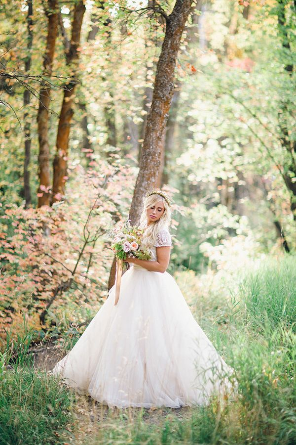 Gorgeous Autumn Bridal Portraits | Megan Robinson Photography and Leslie Dawn Events | Blush and Rose Gold Woodland Wedding Shoot