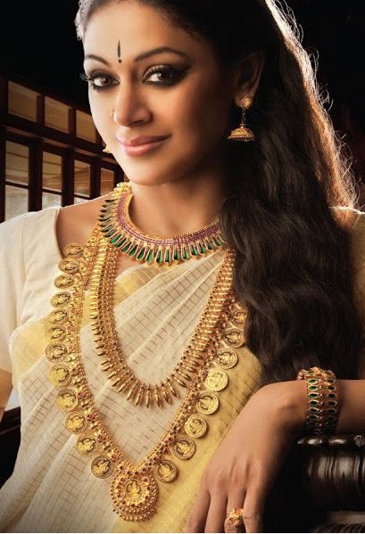 Shobana wearing traditional Kerala jewelry