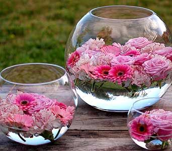 Blooms floating in water filled bowls. Nice! Could work this into any color scheme.