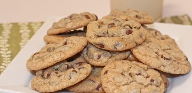 Easy Chocolate Chip Cookies Recipe (Old Fashioned): for when you need to make a batch of cookies fast and last minute. except i used whole wheat pastry flour, evaporated cane sugar, and replaced the shortening with butter