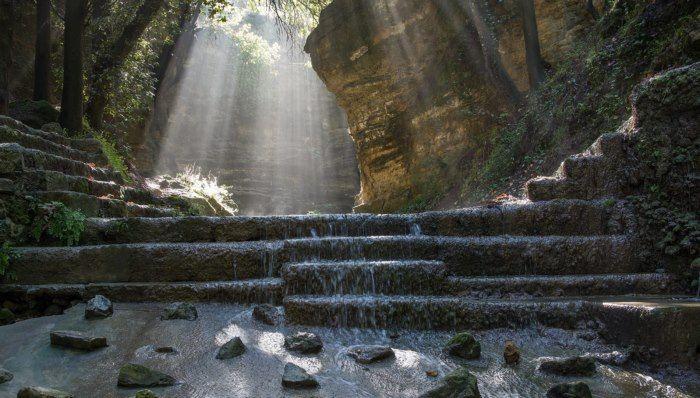 Το αρχαιότερο πάρκο του κόσμου βρίσκεται σε ένα Ελληνικό νησί και μοιάζει με τον.. παράδεισο!  Rodini Park.