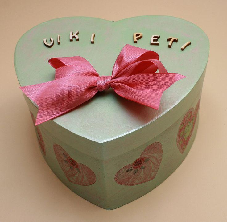 Szív alakú doboz, melyben átadhatod a nászajándékba szánt pénzt.