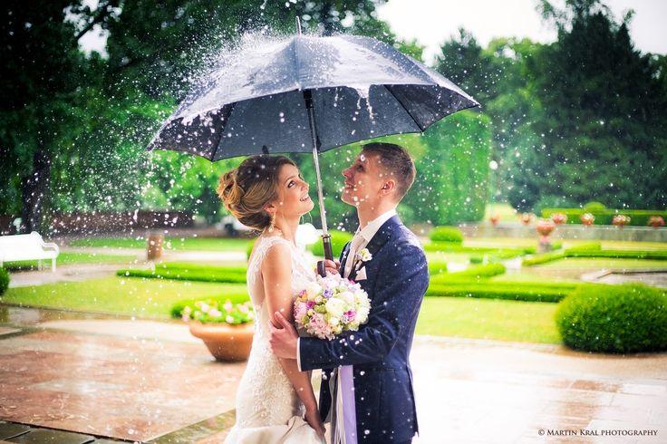 Deštivý svatební den v Praze   Rainy Wedding Day in Prague