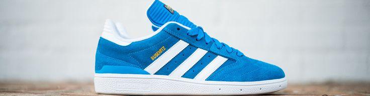 zapatillas adidas blancas con lineas azules