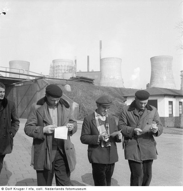 Stakende mijnwerkers van Staatsmijn Emma, Hoensbroek (1957)