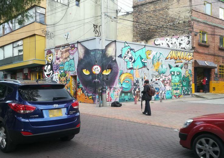 Ven y conoce las calles de la candelaria. ¡Te va a sorprender! - Bogotá, Colombia. Visita: www.encontrastelacandelaria.com  #EncontrasteLaCandelaria #Bogotá #Colombia #Candelaria Fotografía tomada por: Lorena Correa.
