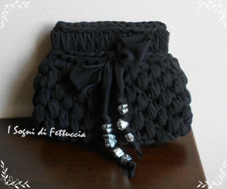 borsellino nero con chiusura a molla, misura circa 12 cm