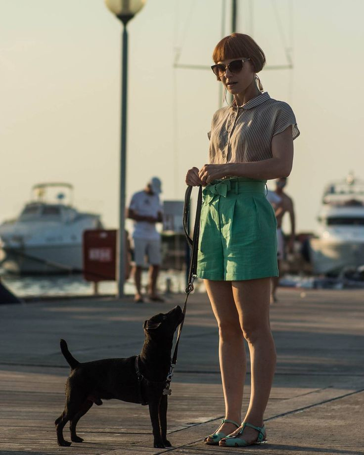 We can't get enough of this outfit 🤗 thanks to @katjazavrsnik and her dog 💛    #comelybop #paperbagshorts #summer #sea #vintagestyle #silk #shirt #linen #sophisticated #outfit