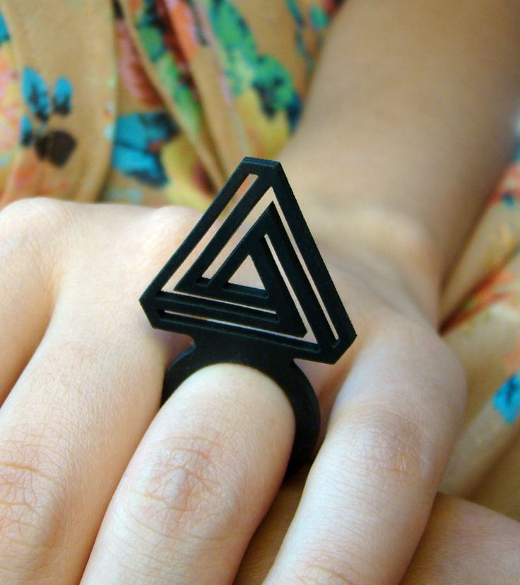 Anel Penrose    #rubber_jewelry #jóias_de_borracha