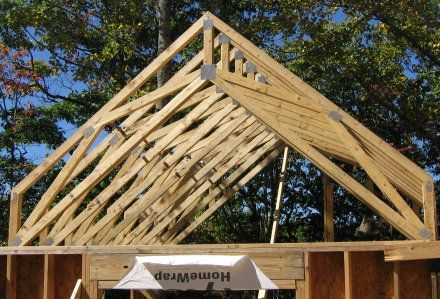 roof trusses, home decor Having roof trusses is a very beautiful and elegant ...