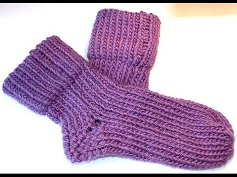 In dit filmpje laat ik zien hoe je deze (huis)sokken kunt breien op een breiring. Deze heerlijk warme sokken zijn gemaakt op de kleinste breiring. De sokken ...