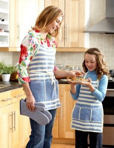 3898-Aprons for Mom and Me