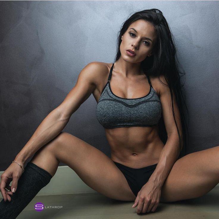 naked female fitness women