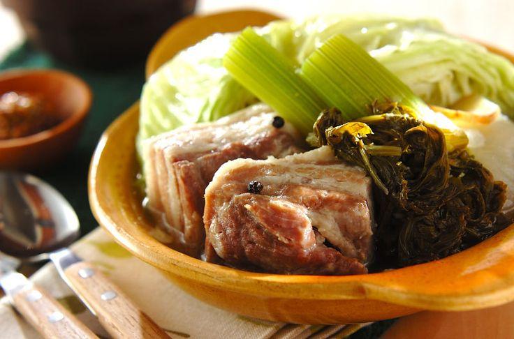 セロリを大きく切って煮るとトロッと柔らかくなり、香りもやさしくなります。コトコトゆっくり煮込んでください。セロリと塩豚のポトフ/池田 絵美のレシピ。[洋食/シチュー・スープ]2014.11.03公開のレシピです。