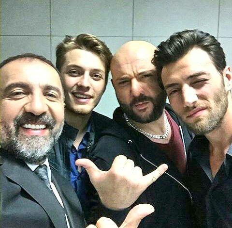 Yildirim ( aocatl si prietenul lui Cihan ),Ozan,Ozkan si Deniz (iubitul lui Cansu )