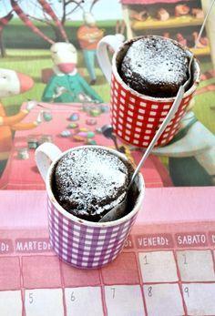 Nessuna bilancia, nessun recipiente da lavare, solo una tazza e 5 minuti nel micro: budino in tazza!