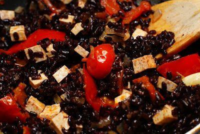 We Eat Vegan!: Чёрный рис с тофу, помидорами и душицей