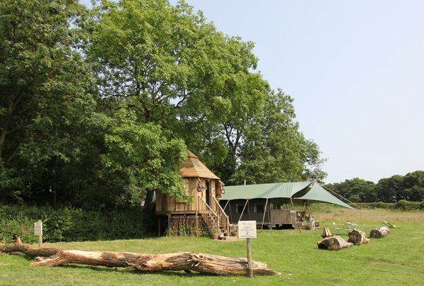 Leicestershire.  Romantic and sumptuous retreat for two tucked into ancient woodland.