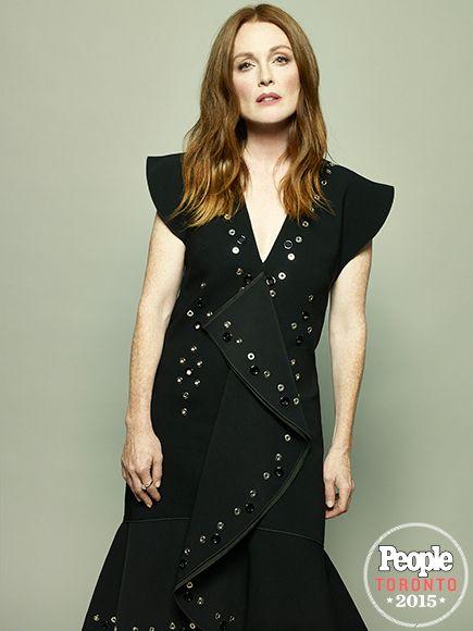 JULIANNE MOORE | Dressed in an asymmetrical black ensemble, the Freeheld star looks as elegant as ever. #TIFF #TIFF2015