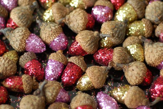 glitter acorns - YESSSS can not wait for autumn @Jessica Riddick