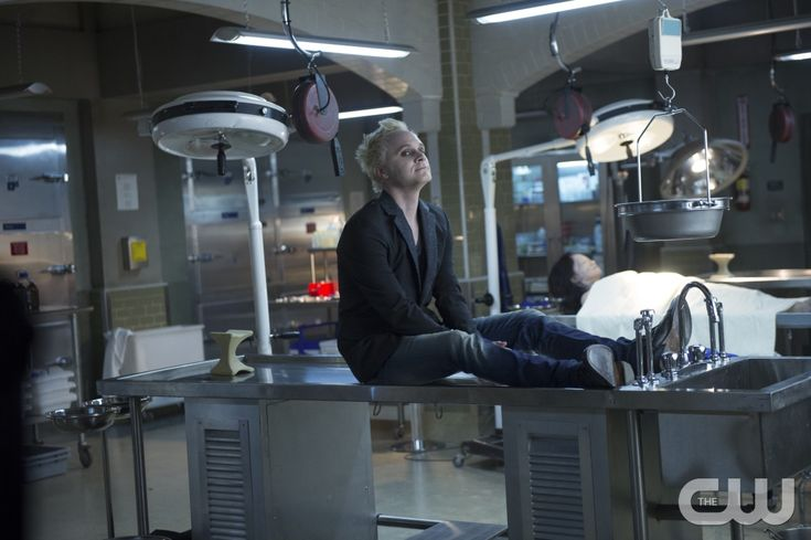 """iZombie -- """"Brother, Can You Spare A Brain?"""" -- Image Number: ZMB102A_0195 -- Pictured: David Anders as Blaine DeBeers -- Photo: Diyah Pera/The CW -- © 2015 The CW Network, LLC. All rights reserved.pn"""