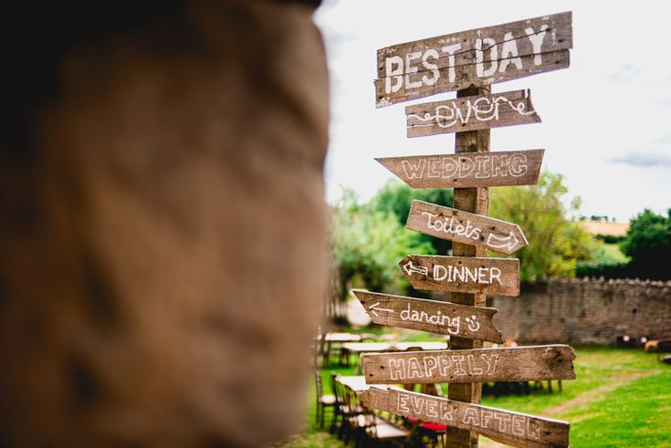 Wooden sign post directions  - outdoor barn wedding - wedding signs - wooden wedding signs - rustic wedding signs #rusticweddinginspiration