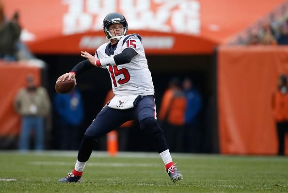JUST IN: Texans QB Ryan Mallett is out for the rest of the season with a torn pectoral. (via @McClain_on_NFL)