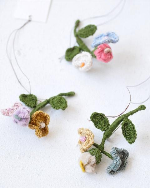 Crochet brooch              ❥Teresa Restegui http://www.pinterest.com/teretegui/ ❥