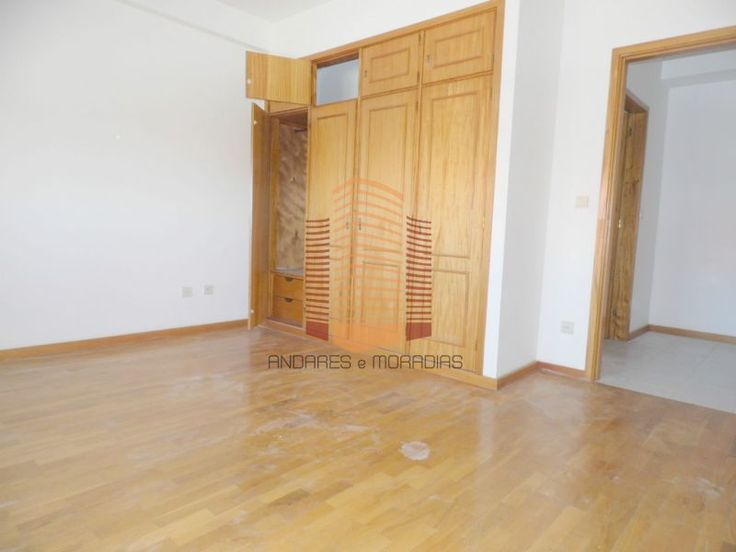 [1342F] T1 em Bom estado, retoma de banco Bom T1, em prédio com elevador e parqueamento privativo dos condóminos, entrada por espaço exterior apenas dos condóminos. Bem localizado em Oliveira do Douro Muito