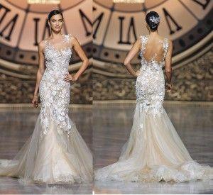 Vestido sexy de novia de encaje chantilly. Conoce más en http://www.revistanovias.com.co/