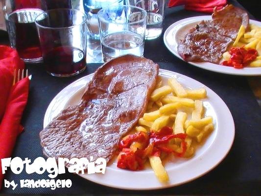 Filete de ternera con patatas fritas & tiras de pimiento asado! wow...