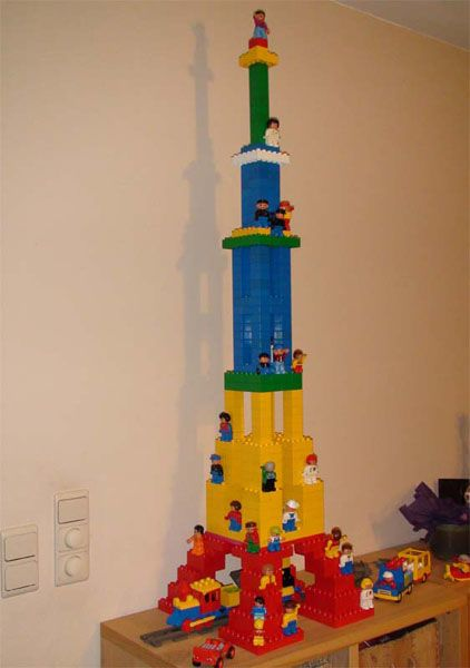 Amazing building instructions for eiffel tower made of for Modele maison lego duplo