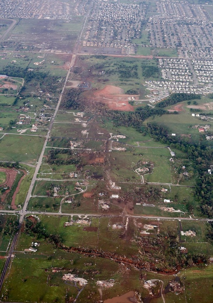 Aerials show path and destructive force of the Oklahoma tornado (Photo: Steve Gooch / AP)