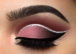 beautiful-eye-make-up-with-a-silver-glitter-line