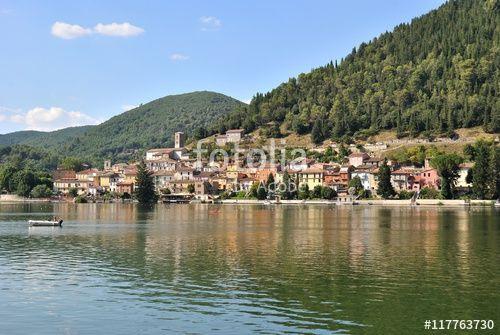 Veduta di Piediluco e l'omonimo lago - Terni - Umbria - Italia