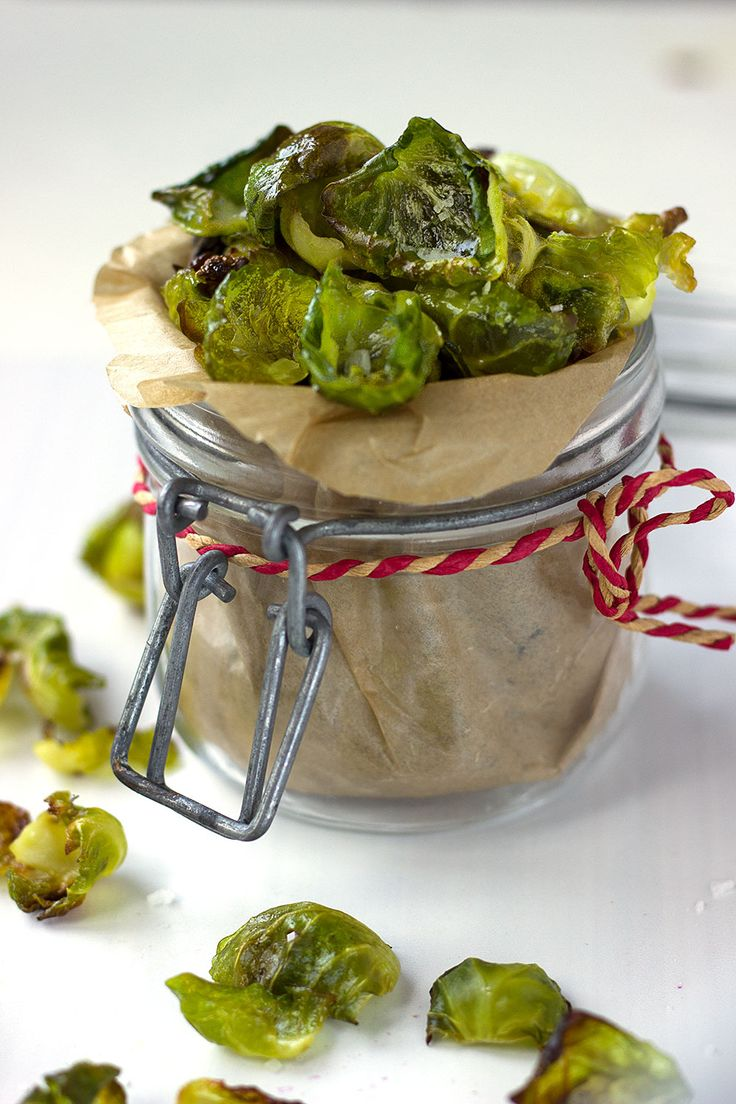 Move away kale crisps and make room to your sibling brussel sprout crisps! These crisps are crunchy, healthy and very easy to make. They're great as a savoury snack, but also nice to add to your salad!