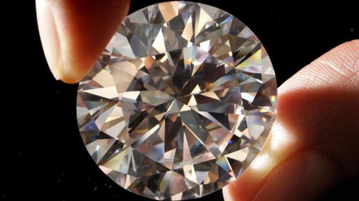 #Diamenty nie ulegają dewaluacji ani inflacji. Ich właściwości, które decydują o ich wartości nie zmieniają się, ponadto diamenty nietrudno przechowywać i transportować.  Zdjęcie: bit.ly/1OryuTd
