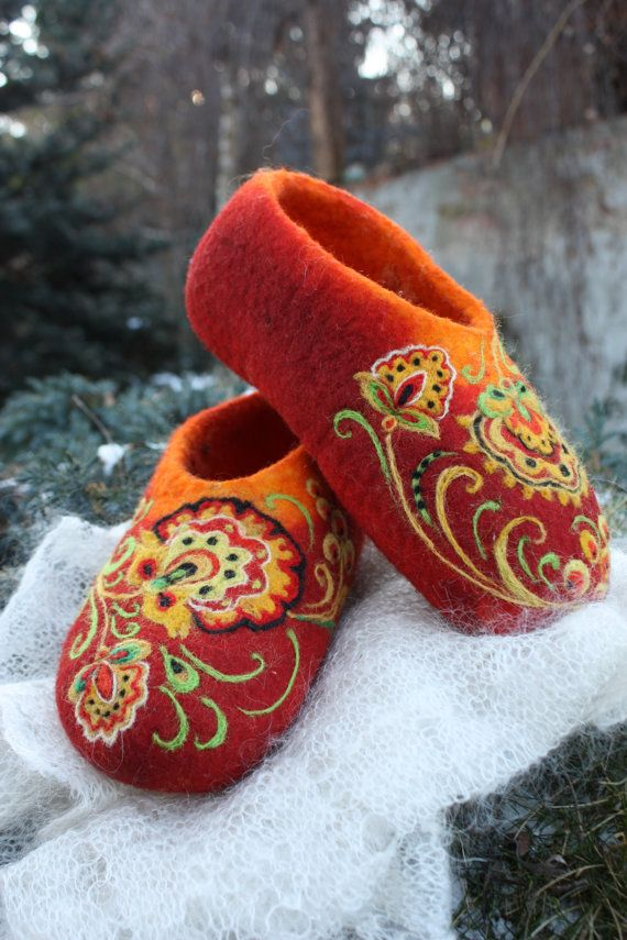Felted Slippers Khokhloma painting Made to order por IrinaU en Etsy