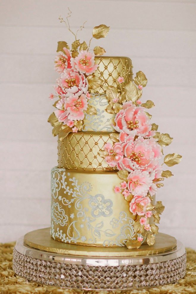 From gold to silver, we got a plethora of the most gorgeous metallic wedding cakes out there!