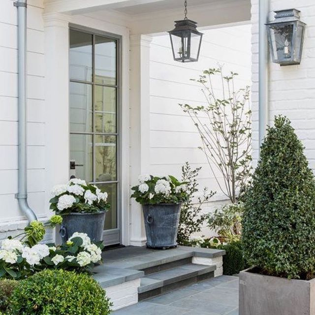 Make a statement this festive season (and all year round) with a pair of matching planters. Greenery & flowers go a long way to say 'Welcome to our Home'! 📷:Pinterest #makeastatement#welcometoourhome#matchingplanters#greeneryandflowers#enteranceinspo#elevatetheeveryday