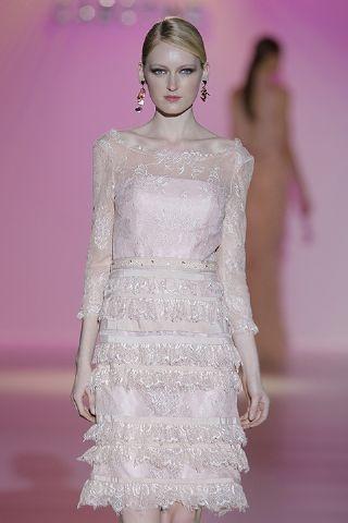 """El rosa pálido es uno de los """"must"""" para la temporada que viene. Ideal para este vestidito de Cabotine con transparencias y volantitos en la falda.  http://www.boda.tv/Pasarela/gaudi-novias-2013/madrina/cabotine.htm"""