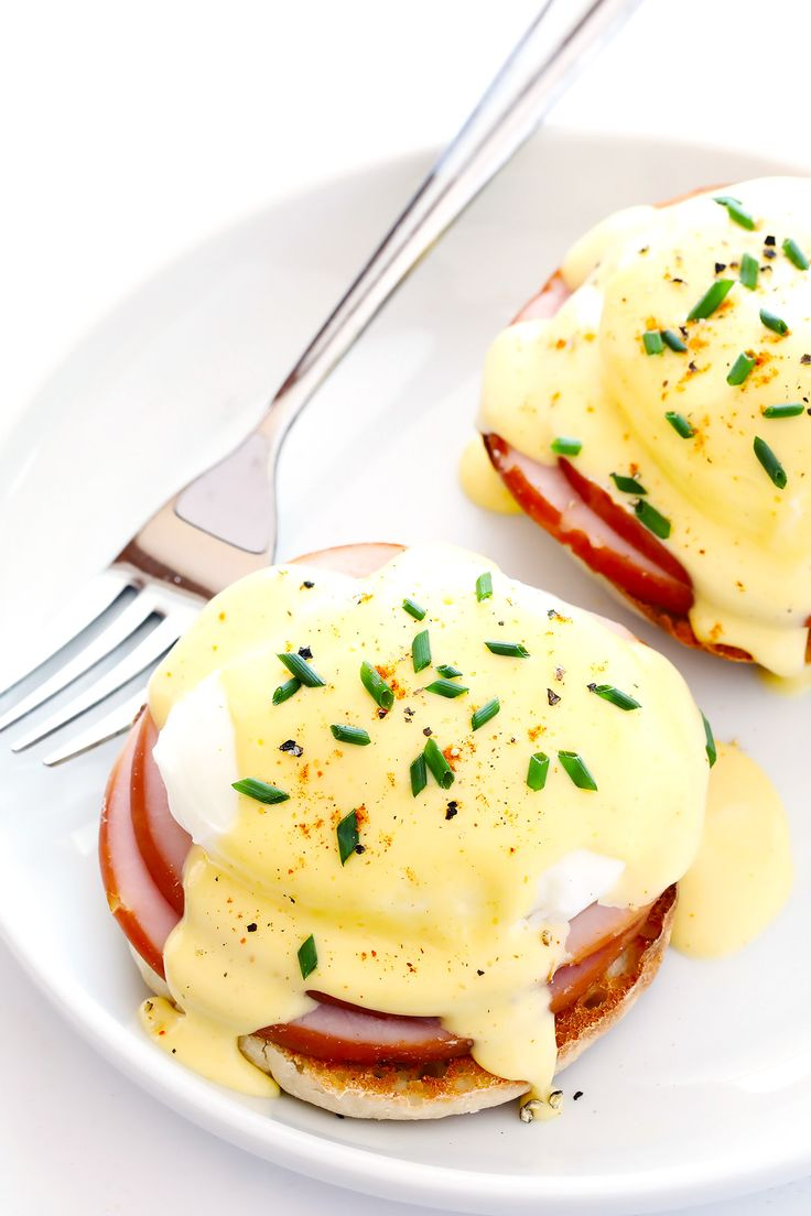 A step-by-step video tutorial and recipe for how to make PERFECT poached eggs!   gimmesomeoven.com