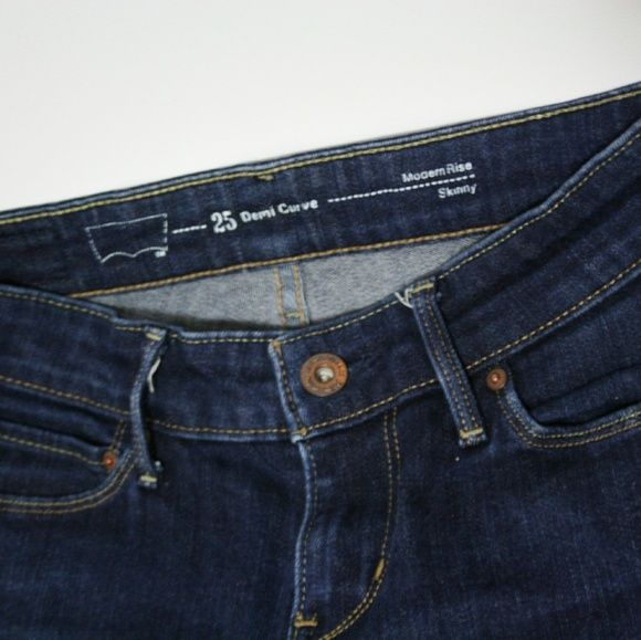 Levis Demi Curve Jeans - Skinny fit Sizs 25 Levis Demi Curve Jeans. Size 25 ? 30. They are a bit darker than it shows in the pictures. Never worn because they are a bit small for me. Levi's Jeans Skinny