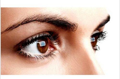 Τα φρύδια είναι ένα πολύ σημαντικό κομμάτι του προσώπου σας. Φυσικά, το πιο δημοφιλές χαρακτηριστικό τους, για τις γυναίκες κυρίως, είναι η αισθητική τους, εντούτοις τα φρύδια εξυπηρετούν και άλλους σκοπούς, μερικοί από τους οποίους είναι ιδιαίτερα σημαντικοί. Για παράδειγμα, προστατεύουν τα μάτια μας από την βροχή, τον ιδρώτα, την ηλιακή ακτινοβολία, ή οποιοδήποτε άλλο επιβλαβές προϊόν, όπως είναι η βρωμιά. Γι' αυτό σας δίνουμε 12 συμβουλές για να αποκτήσετε όμορφα φρύδια.