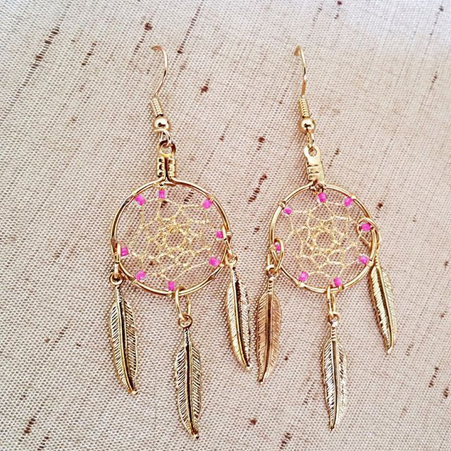 Gold beaded dreamcatcher earrings.Link in bio! Use coupon code HAPPYNEWYEAR17 to get $5 off of any order of $20 or more! #etsy #etsyseller #jewelryofinstagram #handmade #dreamcatcher #pink #beads #earrings #madeintexas #instafam #handmadewithlove #madeinamerica