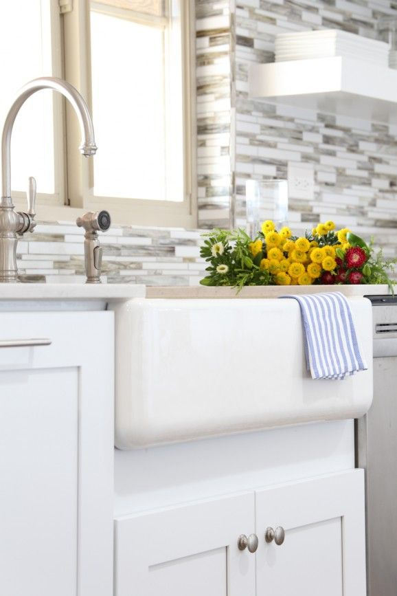 How to choose a farmhouse sink for your kitchen.  -- not all sinks are the same.  There are two types of enameled kitchen and bath products — Enameled Cast Iron and Enameled Steel. Enameled Cast Iron is the super durable stuff that vintage farm sinks are made from — those sinks that are decades old and still look perfect. The much cheaper Enameled Steel option is prone to chipping, denting and rust,