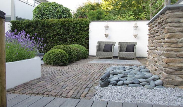 Moderne tuin sfeer impressie zij foto